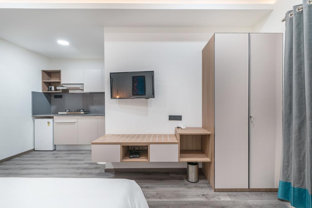 skyla-serviced-suites-kitchen-balcony2.jpg